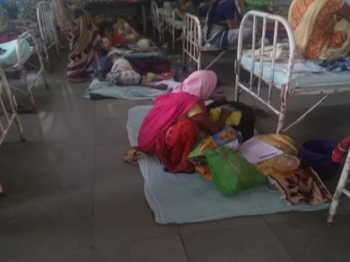 Cesarean women patients, very good treatment for babies | सिझरिनच्या महिला रुग्ण, बाळांवर चक्क जमिनीवर उपचार