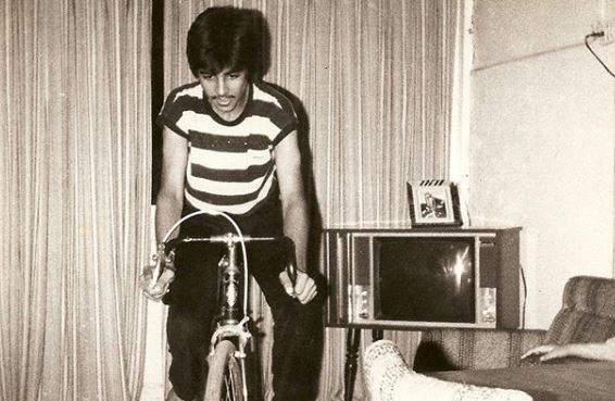 Akshay Kumar is unrecognisable in throwback pic as he takes up wife Twinkle Khanna's challenge | ओळखा पाहू कोण आहे हा बॉलिवूडचा स्टार, बॉलिवूडमध्ये आहे त्याचा दबदबा