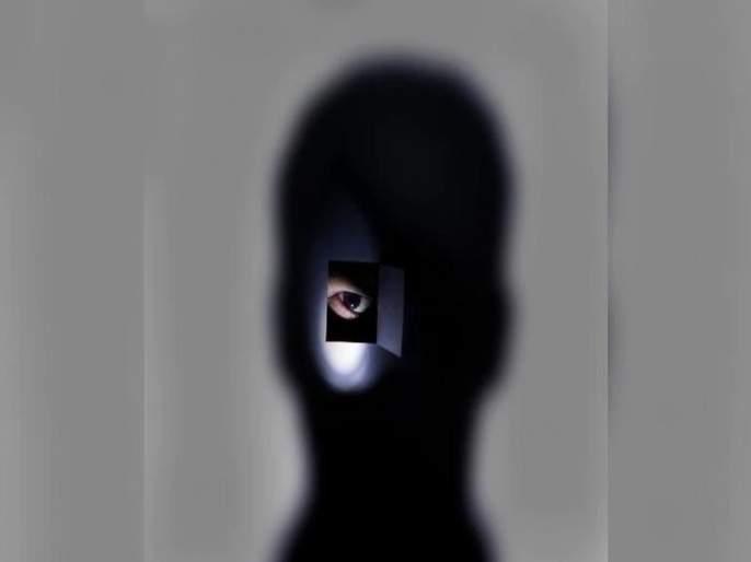 Shocking! Police arrested who hide camera in women's washroom | धक्कादायक! महिलांच्यावॉशरुममध्ये कॅमेरा लावणाऱ्या पोलिसाला अटक