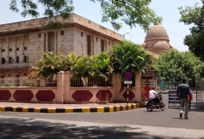 High Court: Assistance to lawyers' clerks out of claim expenses | हायकोर्ट : दावा खर्चाच्या रकमेतून वकिलांच्या लिपिकांना मदत