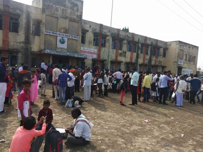 4 students deprived of Navodaya exams; Parents will ask for help in court | नवोदय परीक्षेपासून ५४ विद्यार्थी वंचित; पालक मागणार न्यायालयात दाद