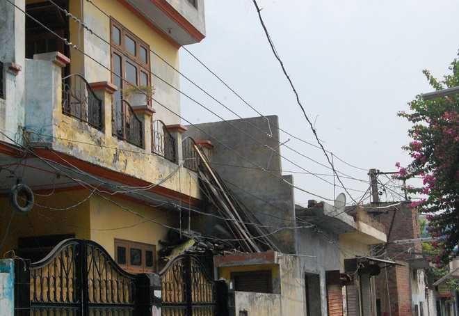 Give action plan to demolish 3642 illegal constructions: High Court order | ३६४२ अवैध बांधकामे पाडण्याचा अॅक्शन प्लॅन द्या : हायकोर्टाचा मनपाला आदेश
