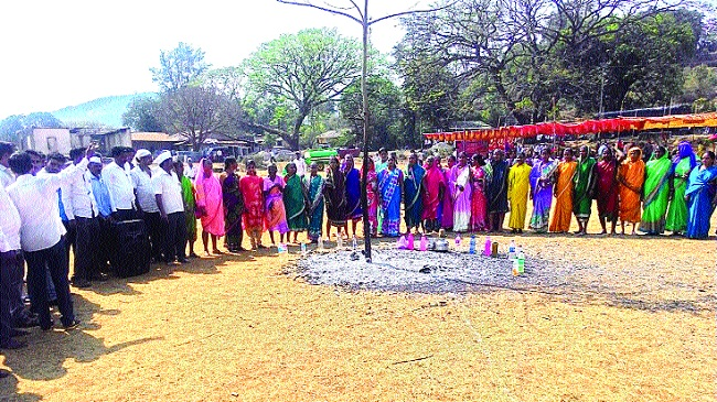 Do not look colorless in Holi Festival !! | होलिकोत्सवात रंगाचा बेरंग नको ..... !