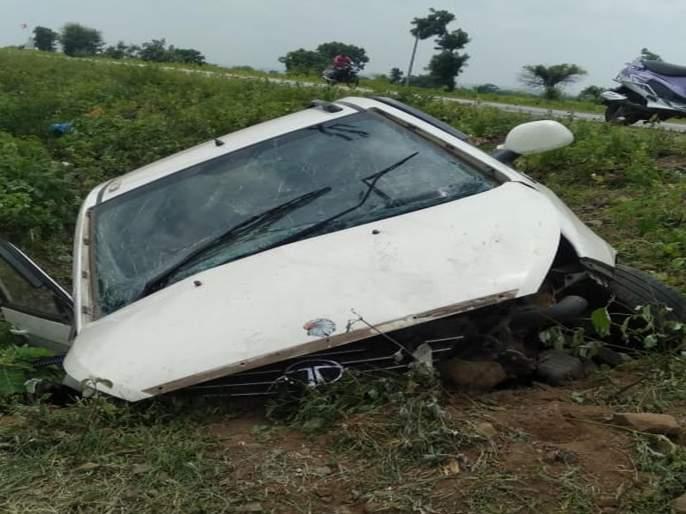 Two killed in overturned passenger car accident | भरधाव प्रवासी कार उलटल्याने दोनजणांचा मृत्यू