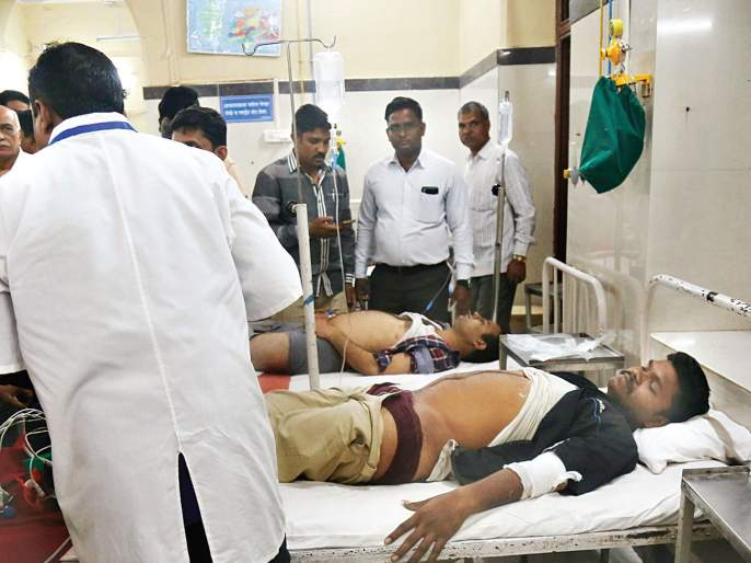 Mumbai CST Bridge Collapse: The relatives of the injured were taken to the hospital   Mumbai CST Bridge Collapse: रुग्णालयाकडे जखमींच्या नातेवाइकांनी घेतली धाव