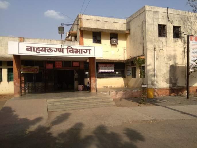 Instead of treatment, 3 patients were thrown on the road; Two employees of Miraj were booked | उपचाराऐवजी ३ रुग्णांना रस्त्यावर फेकले; मिरजमध्ये दोघा कर्मचाऱ्यांवर गुन्हा दाखल