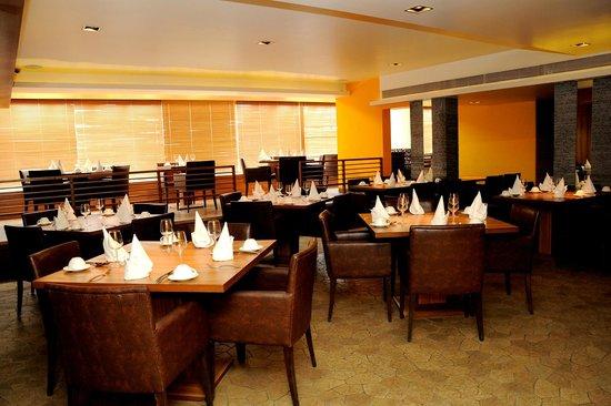 Financial dilemma for hotel and restaurant professionals | हॉटेल व रेस्टॉरंट व्यावसायिकांची आर्थिक कोंडी