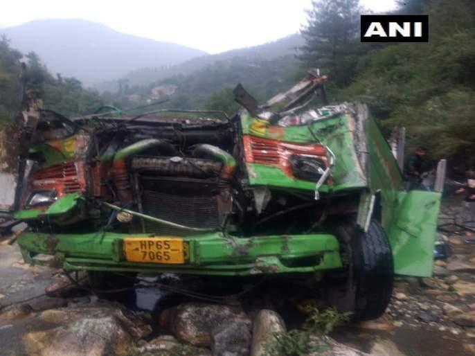 20 killed in road accident in Himachal Pradesh | हिमाचल प्रदेशमध्ये बस दरीत कोसळून भीषण अपघात, 33 जणांचा मृत्यू
