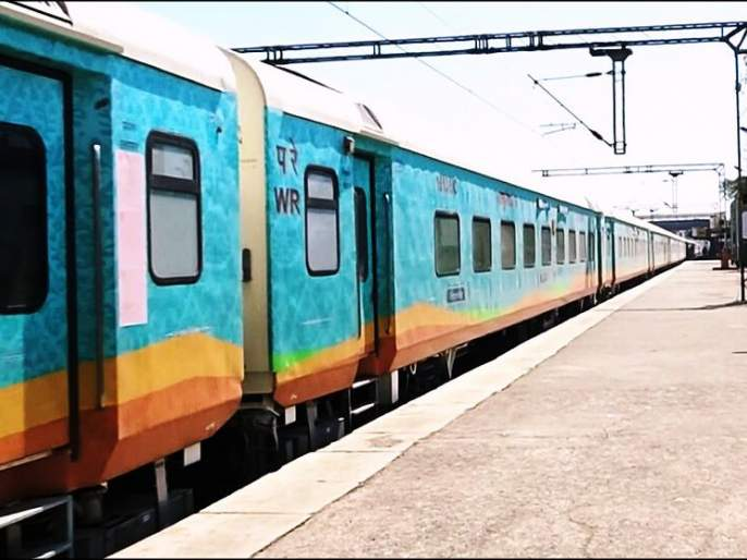 Now a 'sleeper coach' service on the Humsafar Railway | हमसफर रेल्वेत आता 'स्लीपर कोच'ची सेवा