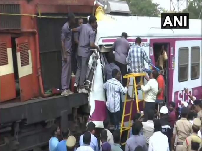 Two trains have collided at Kacheguda Railway Station | एक्स्प्रेस-लोकलची समोरासमोर धडक, अनेक प्रवासी जखमी