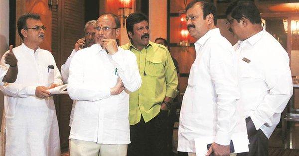 Speaker to decide on the resignation of the rebels till Tuesday | बंडखोरांच्या राजीनाम्यावर निर्णय घेण्यास विधानसभाध्यक्षांना मंगळवारपर्यंत मनाई