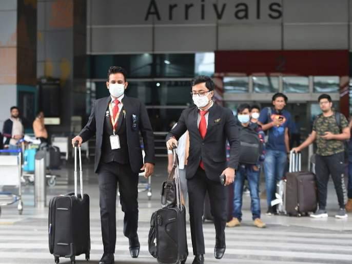 go air asked their employee to go on leave without pay due to corona effect sna | गो एअरच्या कर्मचाऱ्यांना विनावेतन सुटीवर जाण्याचे आदेश, कंपनीने दिले असे कारण