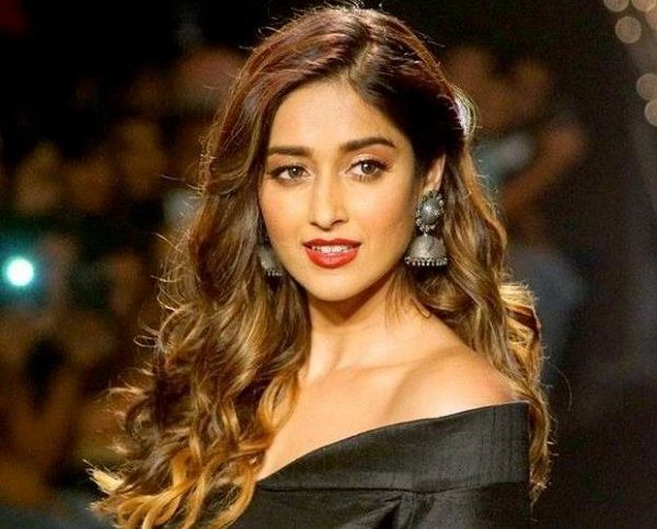 Ileana asks, who decide who is beautiful? | इलियाना विचारते, कोण कुणाला सुंदर ठरवणार?