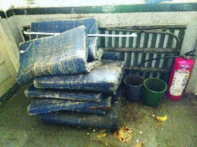 Jogeshwari's hostel dormitory   जोगेश्वरीतील मुलांच्या वसतिगृहाची दुरवस्था