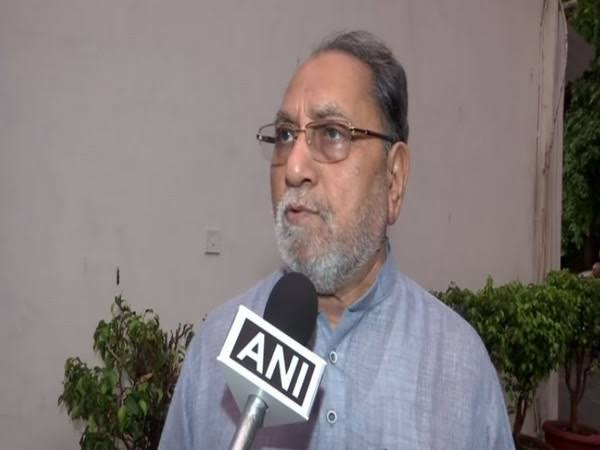 Congress angry over Shiv Sena's role in supporting Modi government; Hussein Dalwai said that ...   Citizen Amendment Bill: मोदी सरकारला साथ देण्याच्या शिवसेनेच्या भूमिकेमुळे काँग्रेस नाराज; हुसेन दलवाई म्हणाले की...