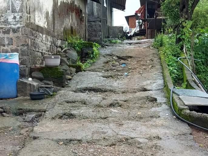 No Sarpanch for 25 years; Pahare in Bhiwandi hinders the rural development work of the village | 25 वर्षांपासून सरपंच नाही; भिवंडीतील पहारे गावच्या ग्रामविकासकामांना खीळ