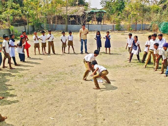 back to school with hope & dreams.. | शिकण्या-शिकवण्याचा प्रयोग करणारा तरुण जेव्हा पुन्हा शाळेत जातो.