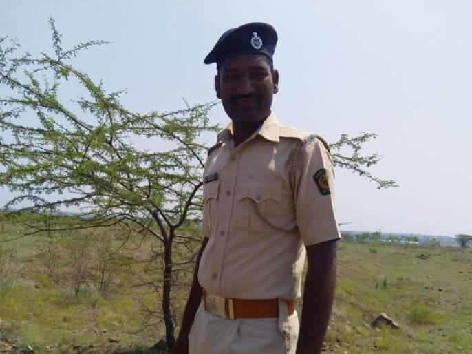 National Youth Day Special: 'Protector boy' saves 4,000 trees | National Youth Day Special :चार हजार रोपांचा 'जीव' वाचवणारा 'संरक्षक'