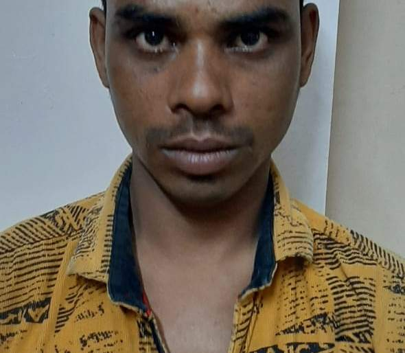 The absconding absconding accused in a petrol pump in Pune caught the accused with a pistol in Jalgaon | पुण्यात पेट्रोल पंपावर दरोड्यातील प्रयत्नातील फरार आरोपीला जळगावात पिस्तुलसह पकडले
