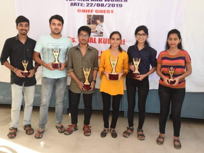 Carom: Mahesh Raikar and Chaitali Suare won tittle | कॅरम : महेश रायकरआणि चैताली सुवारे अजिंक्य
