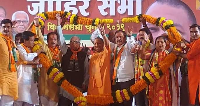 Maharashtra Election 2019: Former Congress councilor Shiva Shetty enters BJP with workers | Maharashtra Election 2019: काँग्रेसचे माजी नगरसेवक शिवा शेट्टी यांचा कार्यकर्त्यांसह भाजपात प्रवेश