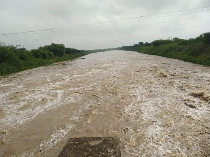 Heavy rains in 11 revenue boards in Jalna | जालन्यातील ११ महसूल मंडळात अतिवृष्टी; दुधना,केळना नदीला आला पूर