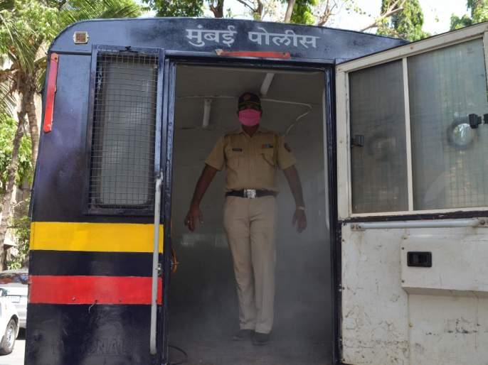 Sanitizer van for Mumbai police | मुंबई पोलिसांसाठी सॅनिटायझर व्हॅन