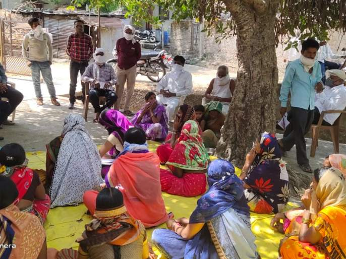 Training women to increase crop production | पीक उत्पादन वाढीसाठी महिलांना प्रशिक्षण