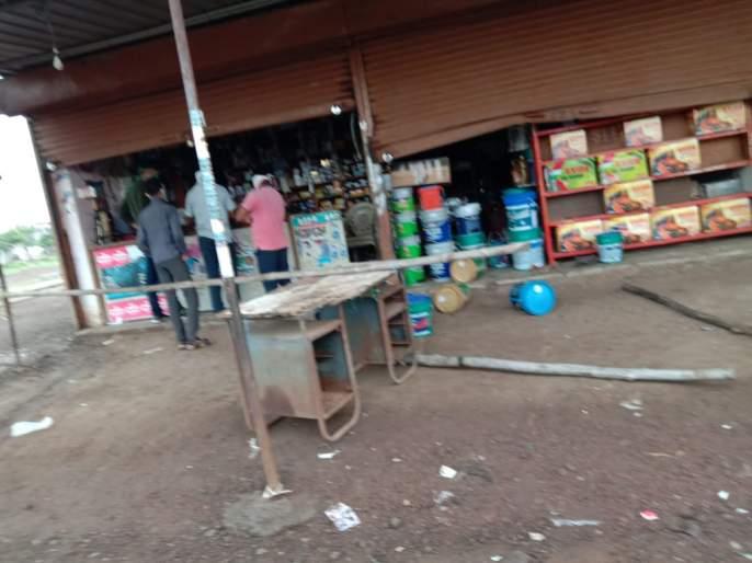 Thieves challenge Mandrup police; Thieves broke into an automobile shop | मंद्रुप पोलिसांना चोरट्यांचे आव्हान; ऑटोमोबाईलचे दुकान चोरट्यांनी फोडले