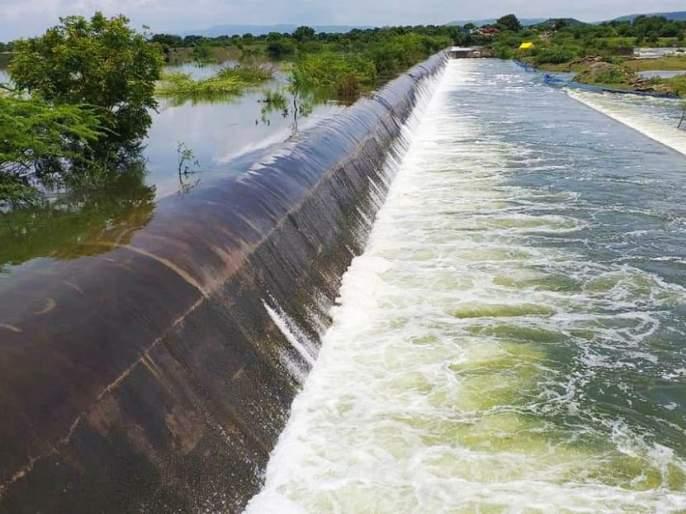 Delightful! The largest Sukhna dam in Aurangabad taluka filled to full capacity | आनंददायक ! औरंगाबाद तालुक्यातील सर्वात मोठे सुखना धरण पूर्ण क्षमतेने भरले