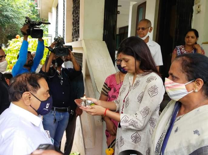 MP Raksha Khadse axed Nathabhau | खासदार रक्षा खडसेंनी केले नाथाभाऊंचे औक्षण