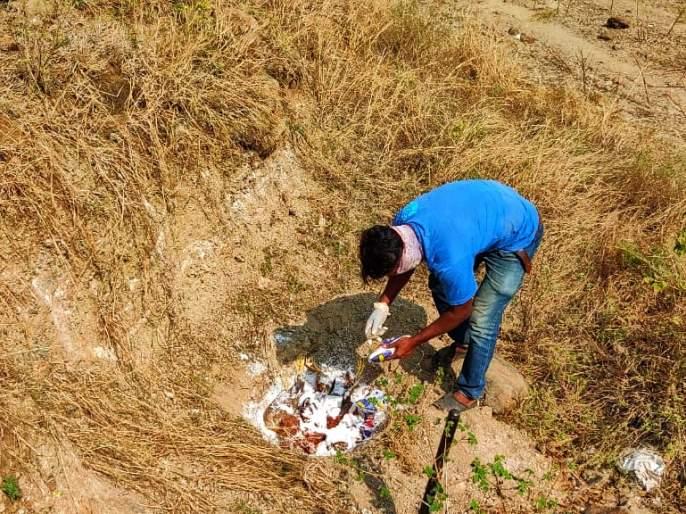 in Saratewadgaon; Excitement over the death of 2 crows n 16 hens | सराटेवडगावमध्ये १६ कोंबड्या; २ कावळ्यांच्या मृत्यूने खळबळ