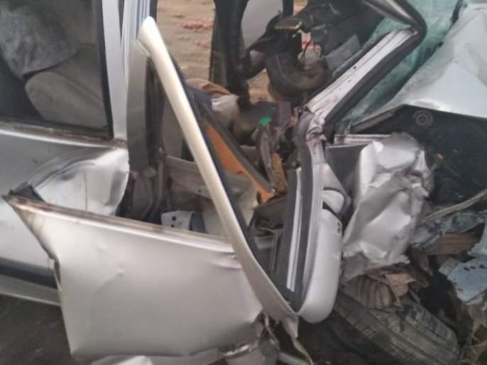 Car accident at Ganpatipule; Policeman's wife killed on the spot, four injured | सांगोल्याजवळ कारचा अपघात; पोलिस कर्मचाऱ्याची पत्नी जागीच ठार, चौघे जखमी