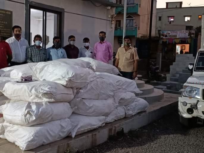 12 lakh 30 thousand gutka seized on Mumbai-Pune expressway; Social Security Squad action | मुंबई- पुणे द्रुतगती मार्गावर १२ लाख ३० हजारांचा गुटखा जप्त; सामाजिक सुरक्षा पथकाची कारवाई
