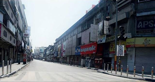 Pune Breaking : Shops in Pune will be closed from tomorrow; Decision of the Federation of Traders   Pune Breaking : पुण्यातील अत्यावश्यक सेवा वगळता सर्व दुकाने उद्यापासून राहणार बंद; व्यापारी महासंघाचा विरोध