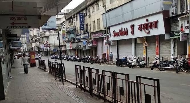 Pune Mini lockdown: Shops in Pune to open on Friday; Open challenge of Pune Chamber of Commerce to the state government and administration | Pune Mini lockdown : पुण्यातील दुकाने शुक्रवारी उघडणार; पुणे व्यापारी महासंघाचे राज्य सरकार व प्रशासनाला खुले आव्हान