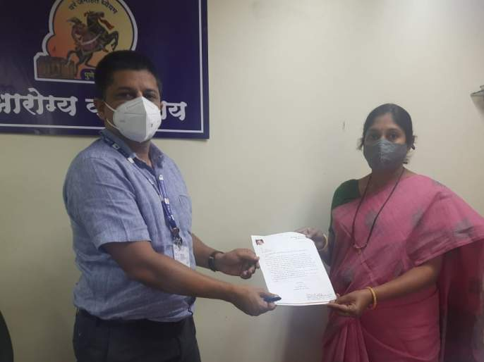 Coronavirus Pune: Take immediate action against private hospitals looting in Corona crisis: BJP corporator demands administration | Coronavirus Pune : कोरोना संकटात लुटणाऱ्या खासगी हॉस्पिटल्सवर त्वरित कारवाई करा: भाजप नगरसेविकेची प्रशासनाकडे मागणी