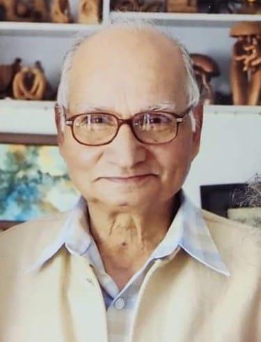 Senior translator Virupaksha Kulkarni passes away   ज्येष्ठ अनुवादक विरुपाक्ष कुलकर्णी यांचे पुण्यात निधन