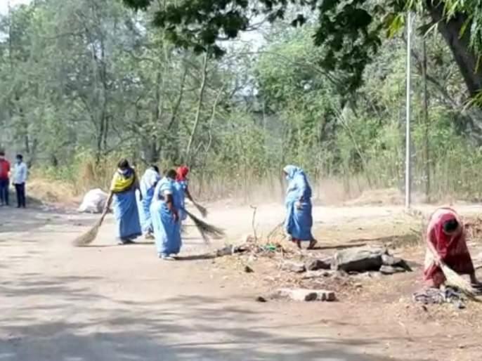 Sanitation campaign at Solapur cemetery; Campaign of Municipal Health Department | सोलापुरातील स्मशानभूमीत स्वच्छता अभियान; महापालिका आरोग्य विभागाची मोहिम