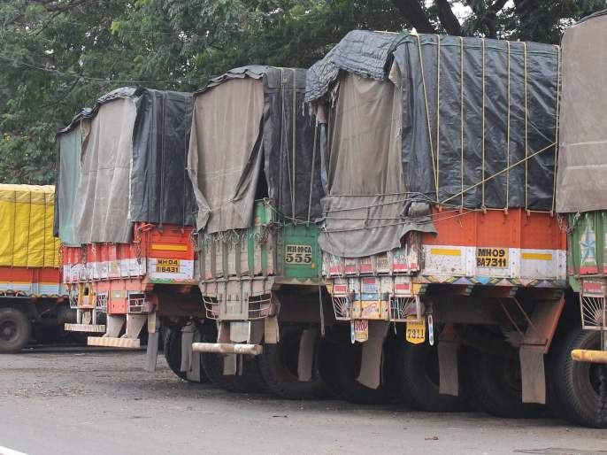 One hundred crores turnover of sugar, fifth day of the merchant strike | कोल्हापूर : साखरेची शंभर कोटींची उलाढाल मंदावली, माल वाहतूकदारांच्या संपाचा पाचवा दिवस
