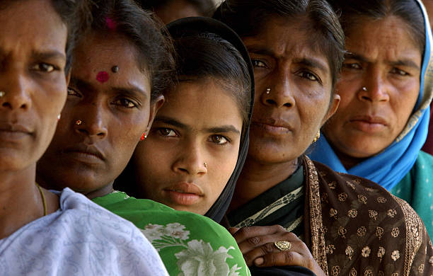 Women's wisdom can't be affordable for political system | बाई शहाणी झाली, तर ते 'गैरसोयी'चंच!!!