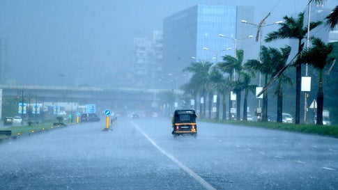 Monsoon Express to move faster Torrential rains in Mumbai   मान्सून एक्स्प्रेस वेगाने पुढे सरकणार! मुंबईत मुसळधारा