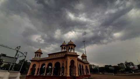 In Nagpur city, night mercury increased but daytime decreased | नागपूर शहरात रात्रीचा पारा वाढला पण दिवसाचा घटला