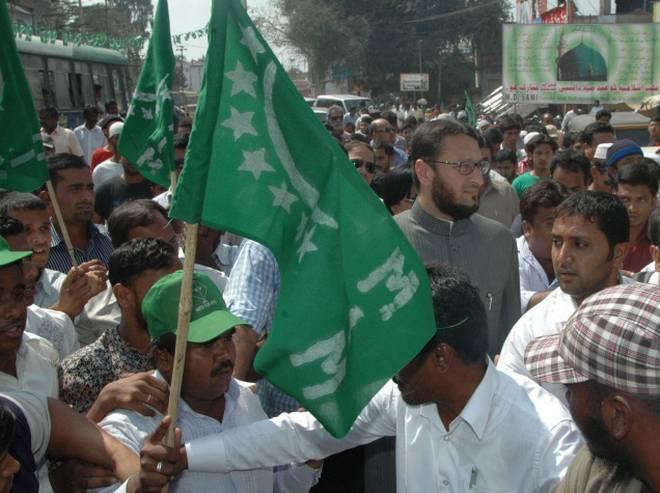 Farooq Shabbir leads MIM through the city center | शहर मध्यमधून एमआयएमचे फारुक शाब्दी आघाडीवर