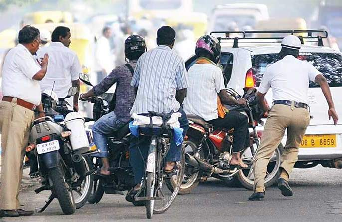 govt approves motor vehicle bill with incresed penalties for breking traffic rules | वाहतुकीचे नियम मोडण्याची हिंमत होणार नाही एवढा दंड ठोठावणार मोदी सरकार