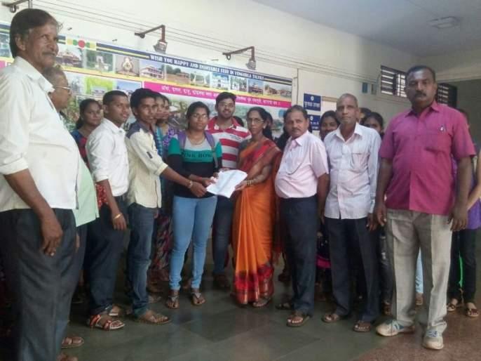 For the Konkan division, start a university in Ratnagiri, students of Khardekar College demand   कोकण विभागासाठी रत्नागिरीमध्ये विद्यापीठ सुरू करा, खर्डेकर कॉलेजमधील विद्यार्थ्यांची मागणी