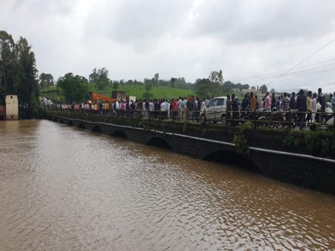 After nine days of tireless endeavors, success falls on the banks of the Indrayani river | नऊ दिवसांच्या अथक प्रयत्नांना अखेर यश, इंद्रायणी नदीच्या पात्रात कार पडून दुर्घटना