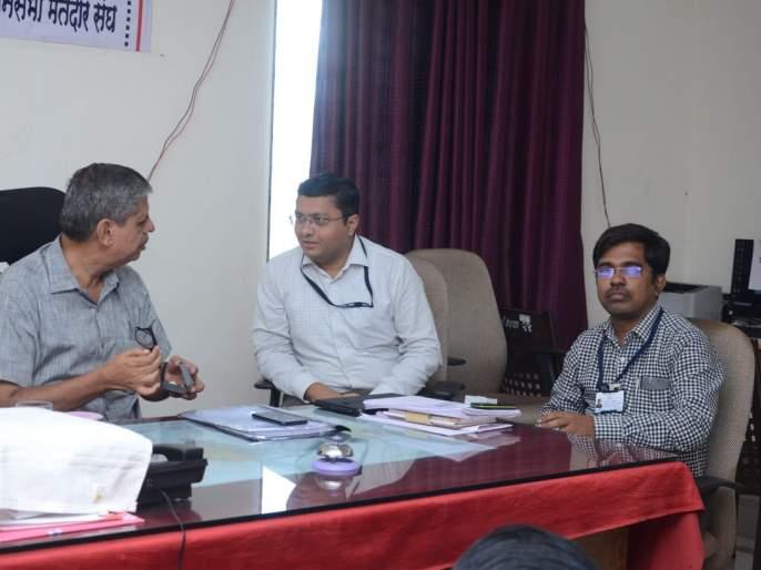 Election Commissioners take a review at Shahada | निवडणूक उपायुक्तांनी घेतला शहादा येथे आढावा