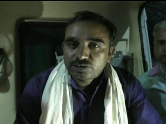 farmer makes suicide attempt in front of the minister of the state for home Dr Ranjit Patil at malkapur | तीन पिढ्यांपासून वीज कनेक्शन नाही; मलकापूरात गृह राज्यमंत्र्यांसमोर शेतकऱ्याचा आत्महत्येचा प्रयत्न