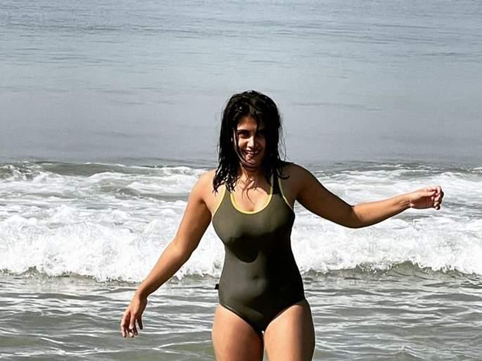 Isha Keskar shared a photo of herself in a bikini, the photo is going viral   ईशा केसकरने शेअर केला बिकनीतला फोटो, फोटो होतोय व्हायरल
